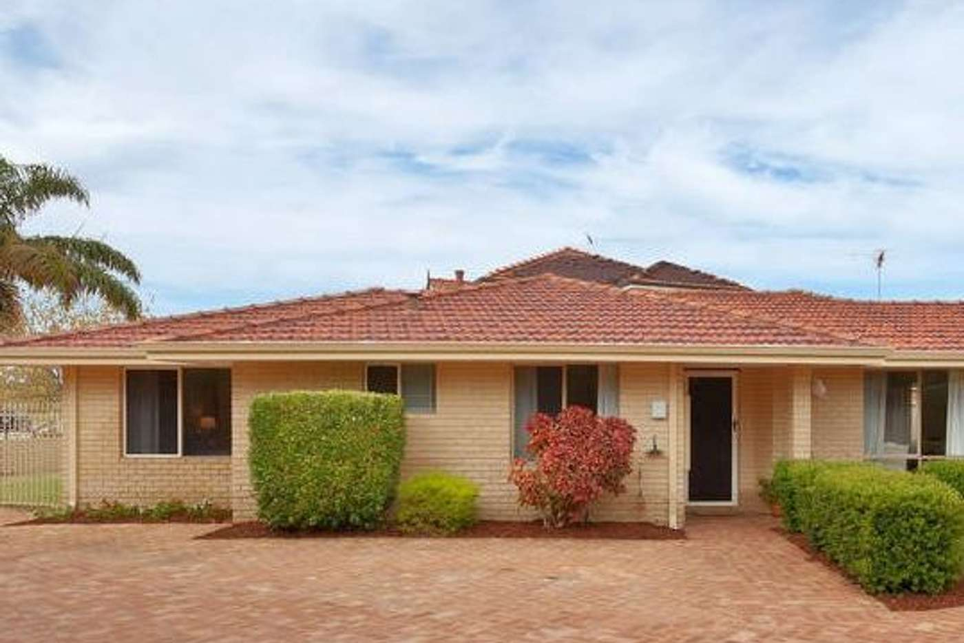 Main view of Homely semiDetached listing, 1/17 Lorikeet Court, Stirling WA 6021