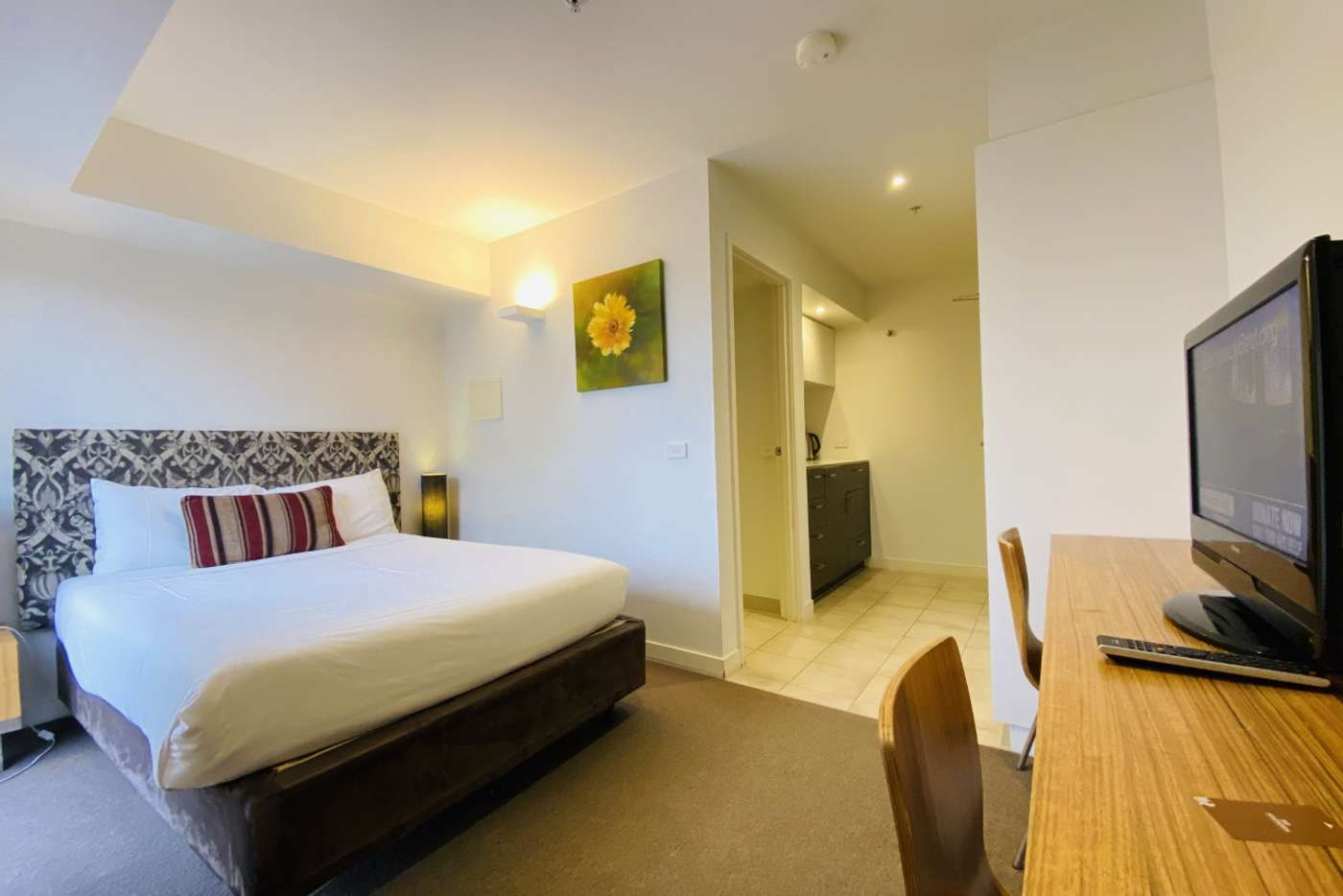 Main view of Homely studio listing, 927/572 St Kilda Road, Melbourne VIC 3004