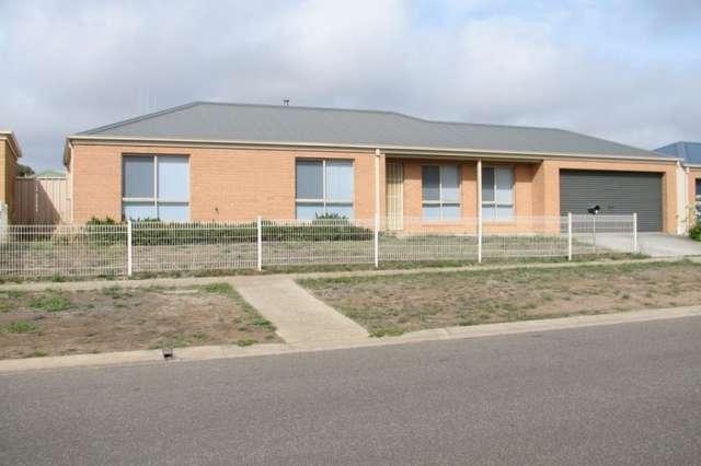 2/36-38 Caroline Chisholm Drive, Kyneton VIC 3444