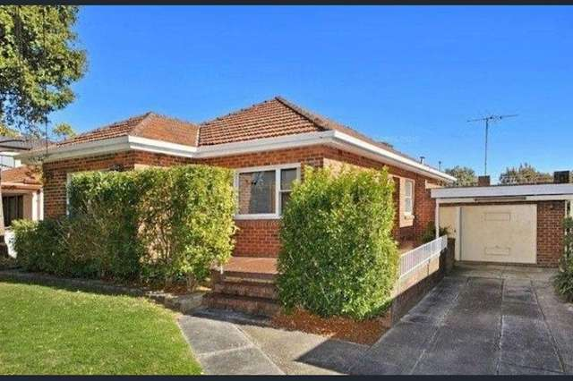 17 Gnarbo Avenue, Carss Park NSW 2221