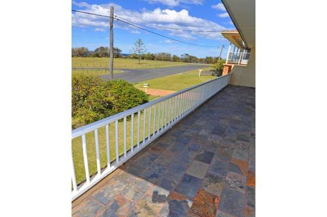 27 Seaside Parade, Dolphin Point NSW 2539