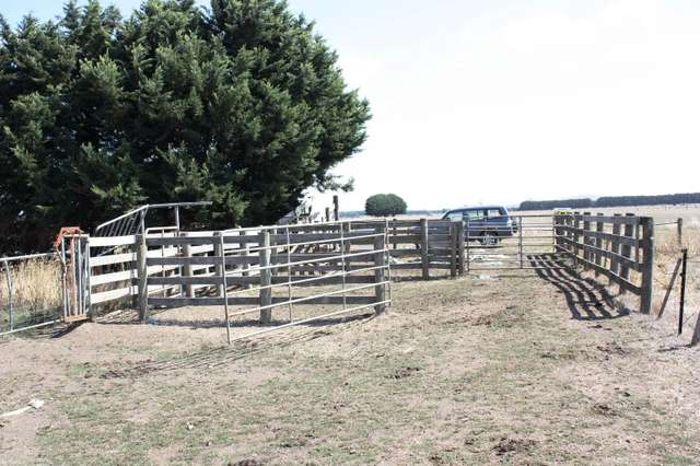 Outpaddock Oswells Road, Boorcan VIC 3265