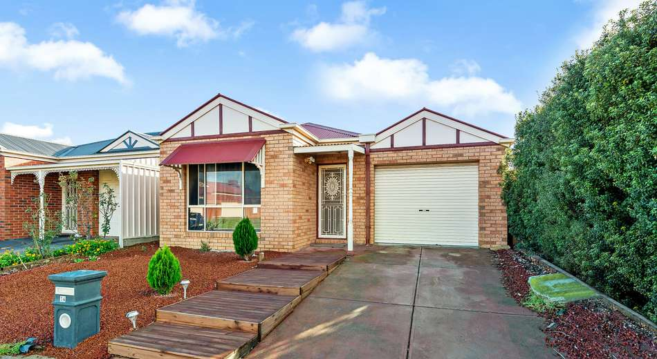 14 Hinchinbrook Close, Caroline Springs VIC 3023