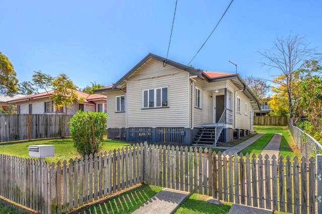 18 Dobbie Street, Holland Park QLD 4121