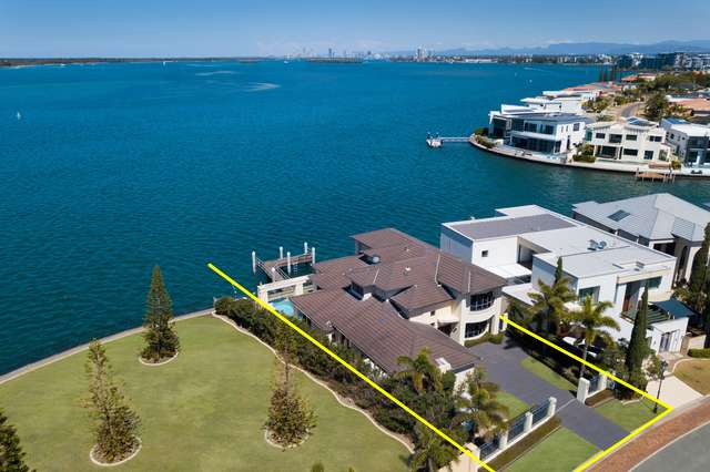42 King Charles Drive, Sovereign Islands QLD 4216