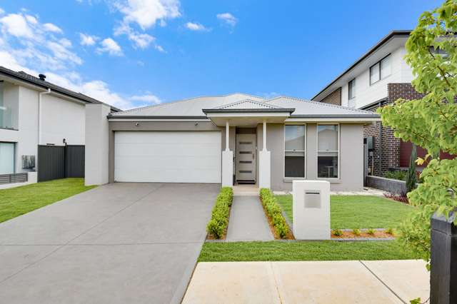 5 Burrdaisy Close, Denham Court NSW 2565