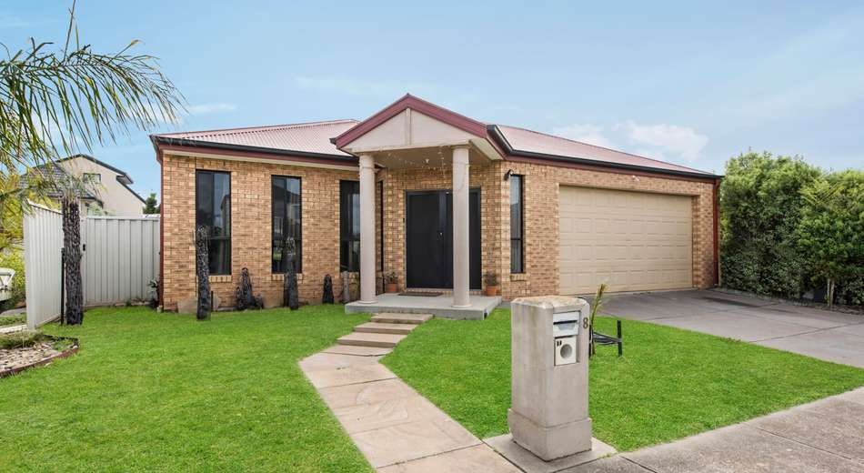 8 Parkside Close, Caroline Springs VIC 3023