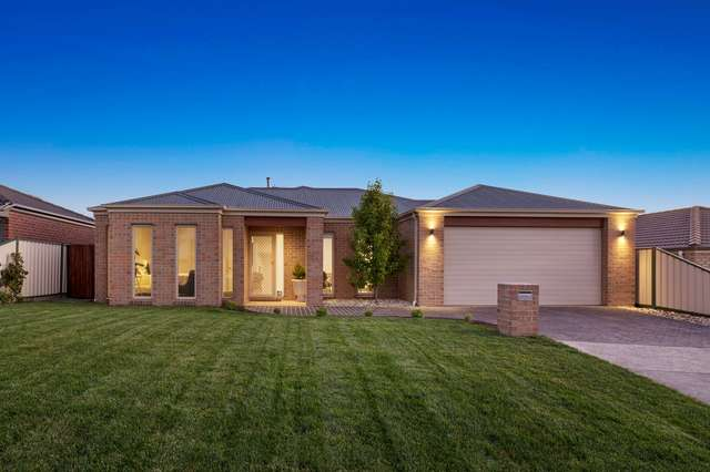 14 Horwood Drive, Mount Clear VIC 3350
