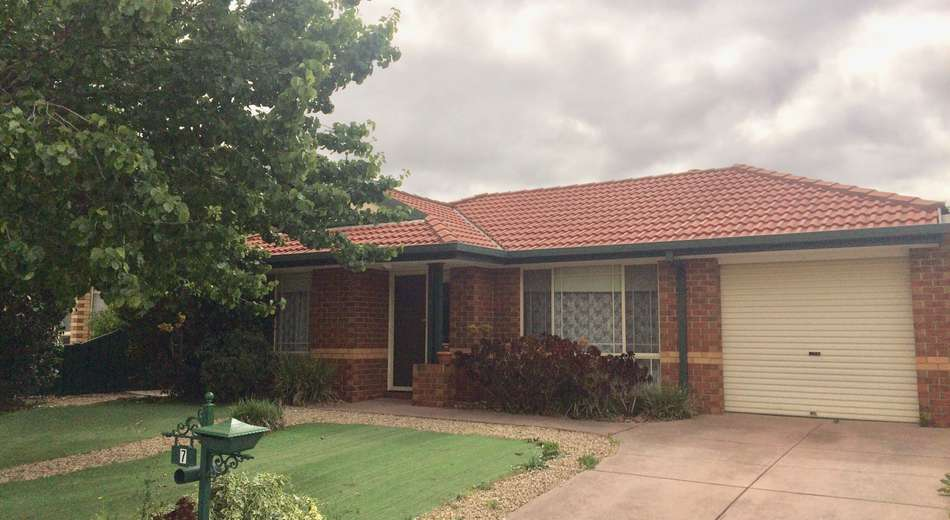 7 Diggers Place, Caroline Springs VIC 3023