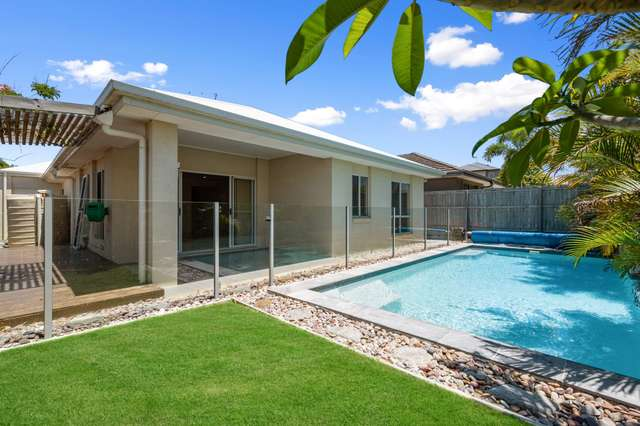10 Riviera Crescent, North Lakes QLD 4509