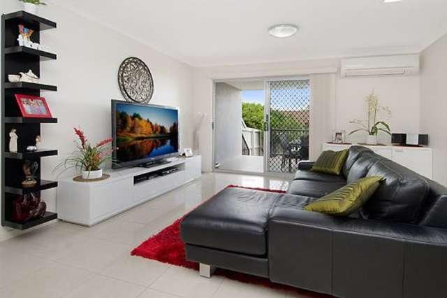 3/15 Rolle Street, Holland Park West QLD 4121