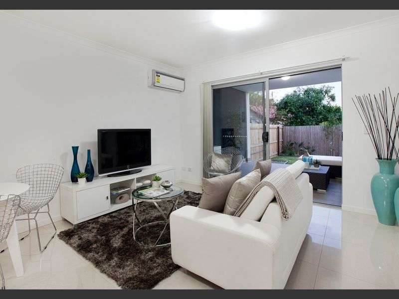 Main view of Homely unit listing, 2/17 Lyon Street, Moorooka, QLD 4105