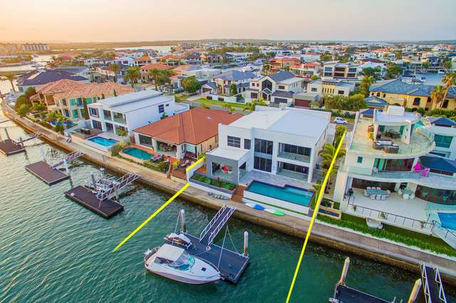 52 King Charles Drive, Sovereign Islands QLD 4216