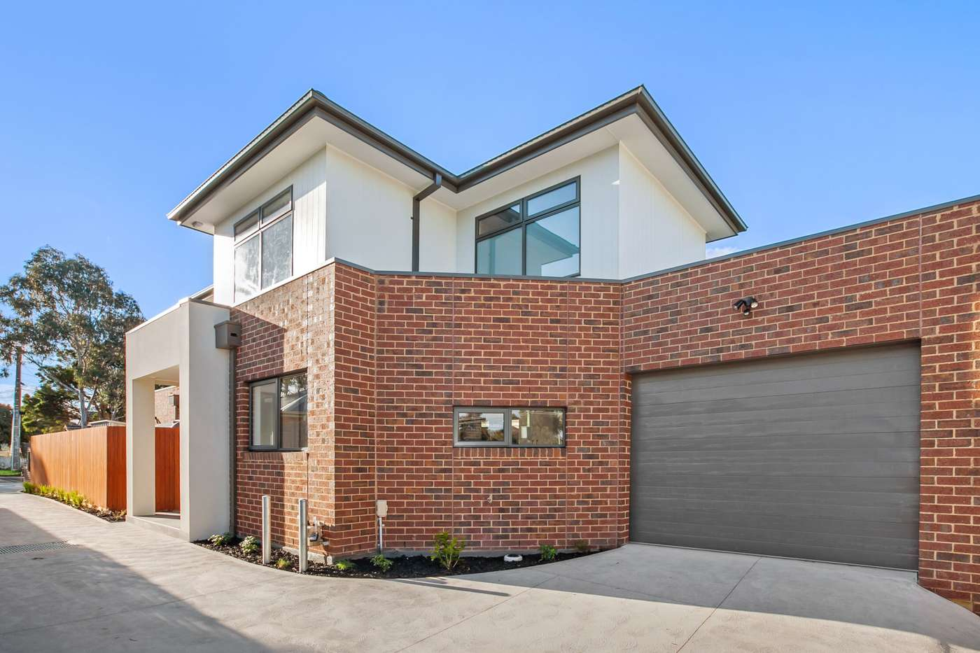 Main view of Homely townhouse listing, 2/4 Clements Grove, Reservoir, VIC 3073
