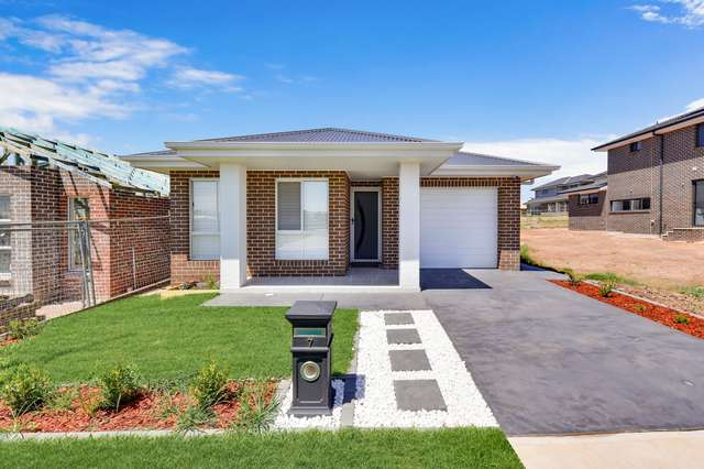 7 Potts Street, Oran Park NSW 2570