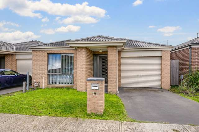 21 Shakespeare Court, Drouin VIC 3818