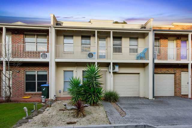 17/14 Mickleton Grove, Point Cook VIC 3030