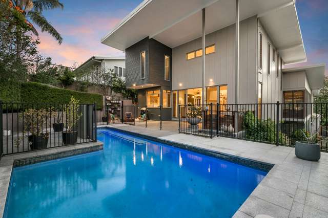 5 Yvonne Street, Yeronga QLD 4104