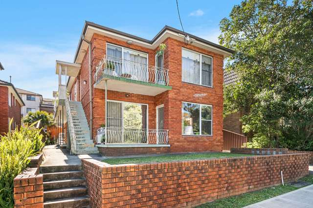 2/23 Hampton Court Road, Carlton NSW 2218