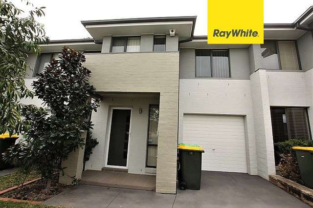 63 Sovereign Circuit, Glenfield NSW 2167