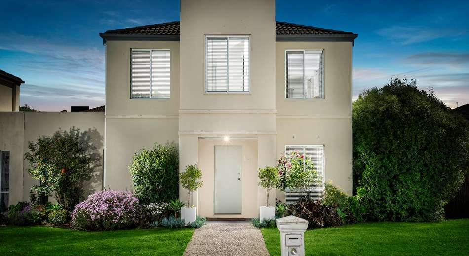 102 Sovereign Manors Crescent, Rowville VIC 3178
