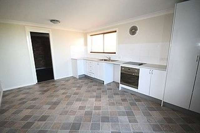 1/8 Charles Crescent, Young NSW 2594