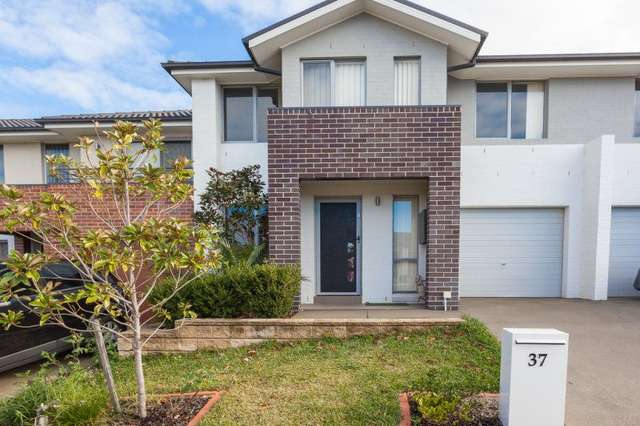 37 Sovereign Circuit, Glenfield NSW 2167
