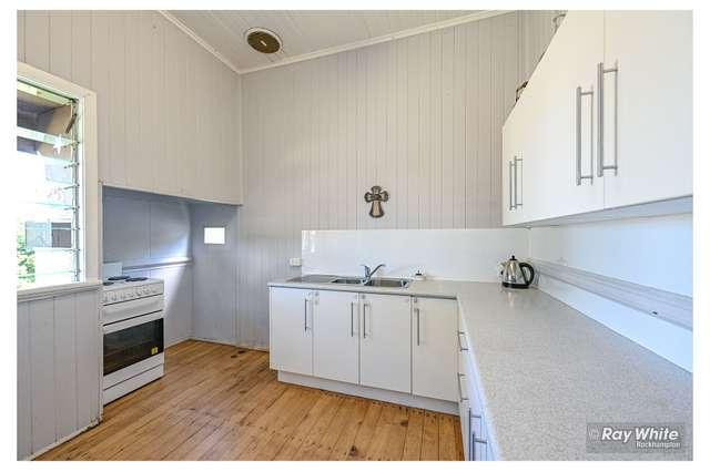 350 East Street, Depot Hill QLD 4700