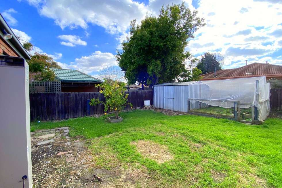 Fifth view of Homely house listing, 8 Reading Close, Roxburgh Park VIC 3064