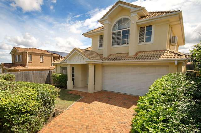 12 Clearmount Cres, Carindale QLD 4152