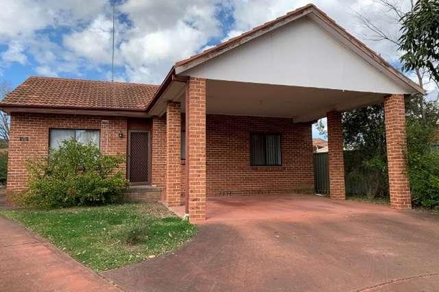 1/4 Kenarf Close, Kingswood NSW 2747