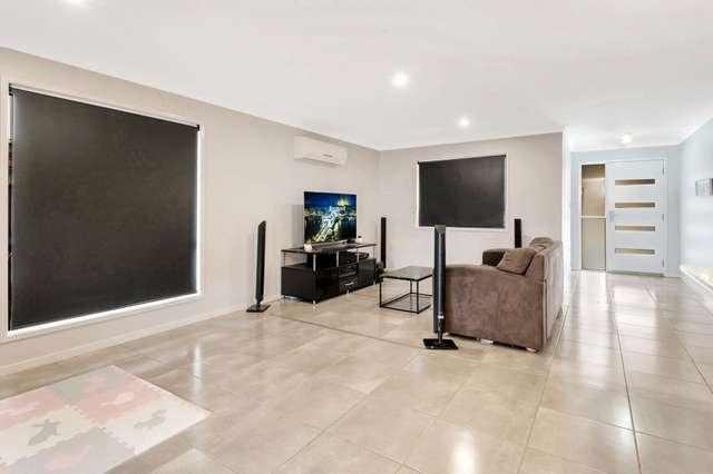 1&2/19 Fairfax Street, Cambooya QLD 4358