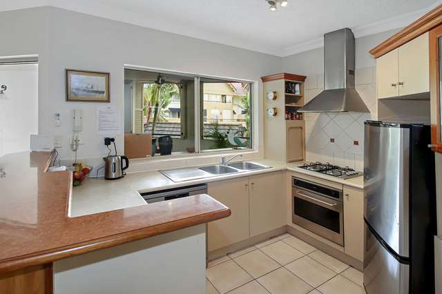 805/2 Greenslopes Street, Cairns North QLD 4870