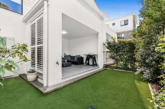 14/15 Oasis Close, Manly West QLD 4179