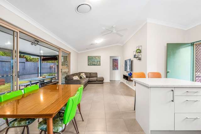 8 Brooklands Cct, Forest Lake QLD 4078