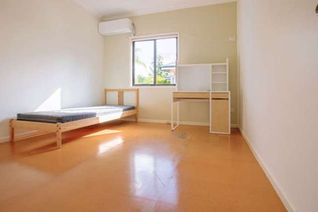 R6/250 Sir Fred Schonell Drive, St Lucia QLD 4067