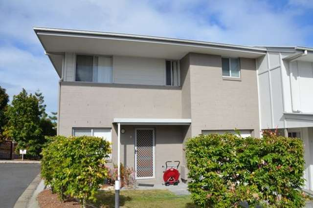 9/2 Sangster Crescent, Pacific Pines QLD 4211