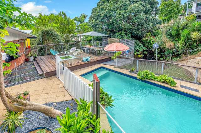169 Hillview Crescent, Whitfield QLD 4870