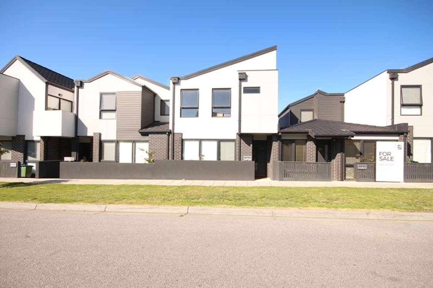 Main view of Homely townhouse listing, 33 Harris Street, Lynbrook VIC 3975