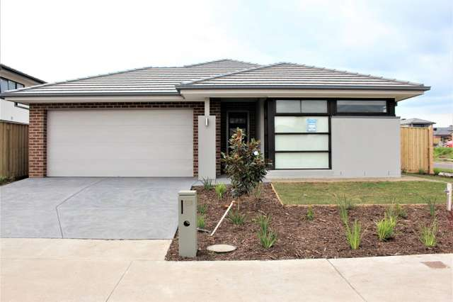 181 Mountainview Boulevard, Cranbourne North VIC 3977
