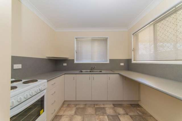 2/12 Mackinlay Street, Norman Gardens QLD 4701