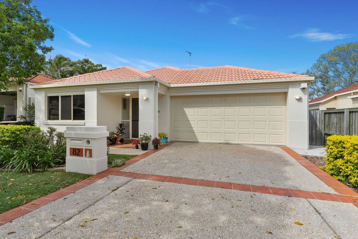 82 Flame Tree Crescent