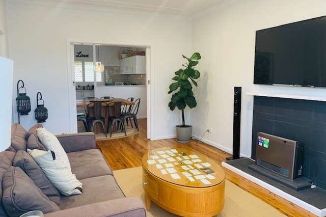 2 Bay View Avenue, East Gosford NSW 2250