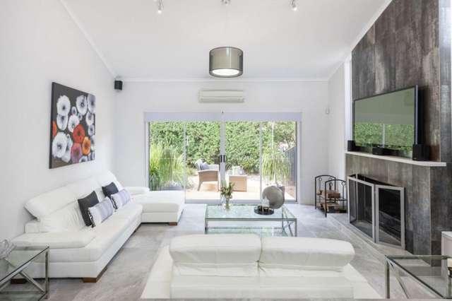 7 Melba Court, Mount Ommaney QLD 4074