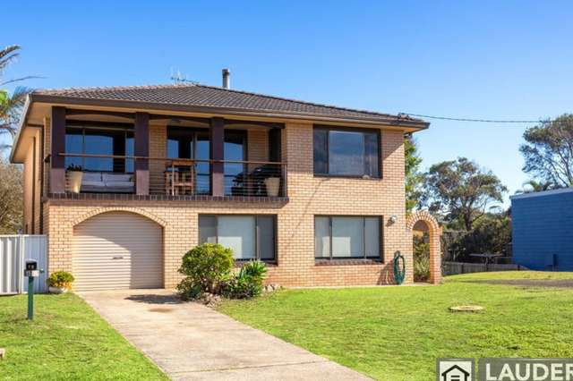 15 Pacific Parade, Old Bar NSW 2430
