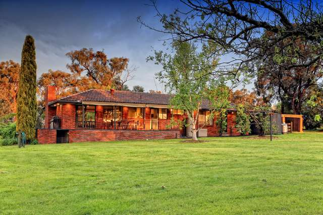 17 Coopers Road, Macclesfield VIC 3782