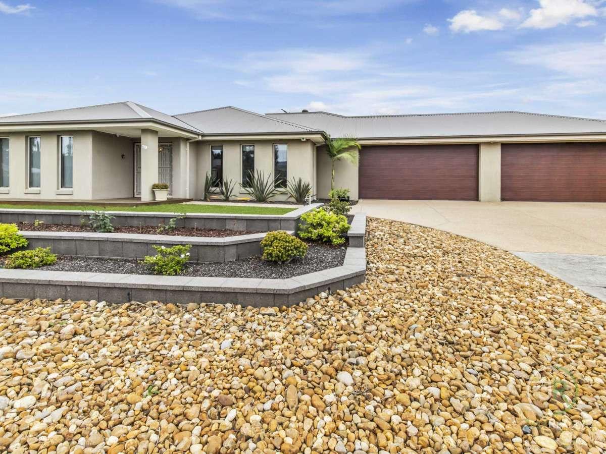 Main view of Homely house listing, 39 Dunferline Crescent, Cranbourne, VIC 3977