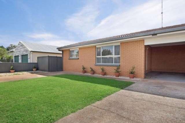 1/2 Doncaster Street, Newtown QLD 4350