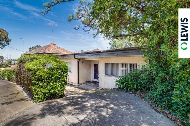 33 Greenbank Crescent, Pascoe Vale South VIC 3044