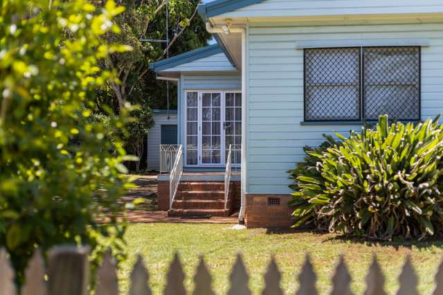 18 Curzon Street, Mount Lofty QLD 4350